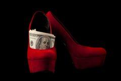 Scarpe e soldi Fotografie Stock Libere da Diritti