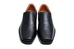 Scarpe lucide nere dell'uomo isolate Fotografie Stock