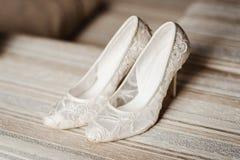 Scarpe moderne di nozze fotografia stock libera da diritti