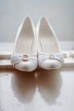 Scarpe moderne di nozze fotografia stock