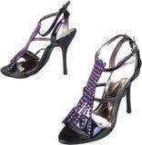 Scarpe nere delle donne del tacco alto isolate su bianco Fotografie Stock