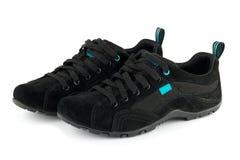 Scarpe nere di sport isolate fotografie stock