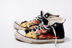 Scarpe opposte consumate di All Star Fotografie Stock Libere da Diritti
