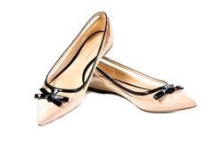 Scarpe, paia delle scarpe femminili beige Fotografia Stock Libera da Diritti