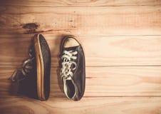 scarpe su fondo di legno Fotografia Stock