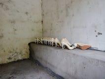 Scarpe in una fermata di resto Fotografia Stock