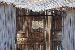 Scarsa vecchia finestra della canna Immagine Stock
