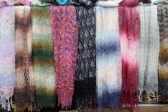 Scarves bonitos da pena de cores diferentes Imagens de Stock Royalty Free
