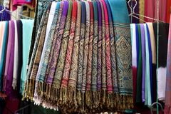 Scarves marroquinos coloridos Fotos de Stock