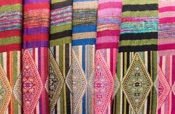Scarves med Hmong etniska modeller, Sapa, Vietnam Arkivfoton