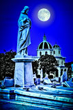 Scary παλαιό νεκροταφείο τη νύχτα Στοκ φωτογραφία με δικαίωμα ελεύθερης χρήσης