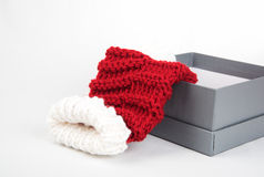 Scatola attuale con i calzini di natale in  Fotografia Stock