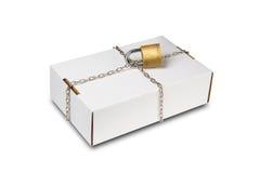 Scatola bianca con la catena e la serratura Fotografie Stock