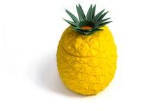 Scatola del tessuto dell'ananas isolata su bianco Fotografie Stock Libere da Diritti
