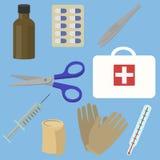 Scatola della cassetta di pronto soccorso con attrezzatura medica Fotografia Stock Libera da Diritti