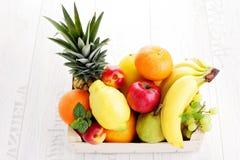 Scatola della frutta fresca Immagine Stock Libera da Diritti