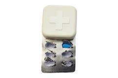 Scatola della medicina e croce rossa dello sysblom Fotografie Stock Libere da Diritti