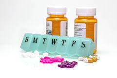Scatola della pillola, bottiglie di pillola e pillole assortite Fotografie Stock