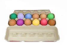 Scatola delle uova variopinte Fotografia Stock Libera da Diritti