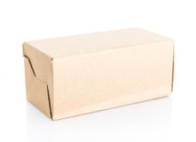 Scatola di Brown chiusa su fondo bianco Immagine Stock
