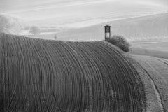 Scatola di caccia in colline della Moravia Terreni arabili in primavera Fotografia Stock Libera da Diritti