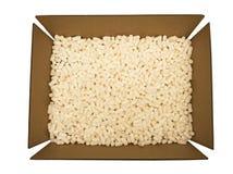 Scatola di cartone con le arachidi dell'imballaggio Immagine Stock