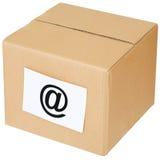 Scatola di cartone con un segno del email Fotografie Stock