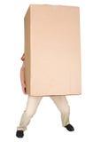 Scatola di cartone marrone molto pesante della holding dell'uomo Fotografia Stock Libera da Diritti