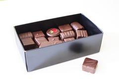 Scatola di cioccolato isolato su bianco Fotografia Stock Libera da Diritti