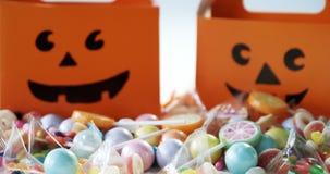 Scatola di Halloween con le varie caramelle su fondo bianco 4k stock footage