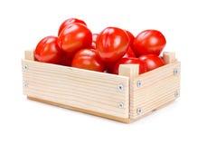 Scatola di legno con i pomodori Fotografie Stock