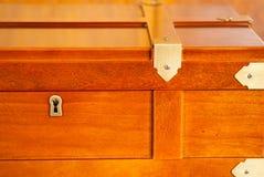 Scatola di legno con la serratura Fotografia Stock