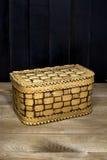 Scatola di legno della betulla-corteccia Immagini Stock