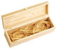 Scatola di legno in pieno di paglia Immagine Stock Libera da Diritti