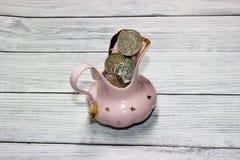 Scatola di moneta della porcellana per buona fortuna fotografia stock