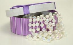 Scatola di perle fotografia stock