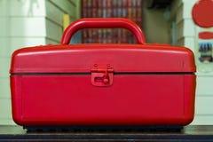Scatola di plastica rossa del dispositivo di raffreddamento Fotografie Stock
