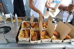 Scatola di pranzo in Cuba immagine stock libera da diritti