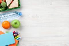 Scatola di pranzo e rifornimenti di scuola Fotografia Stock