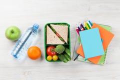 Scatola di pranzo e rifornimenti di scuola Immagine Stock