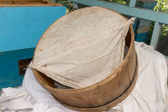 Scatola di trasferimento per uno sciame dell'ape Fotografie Stock