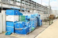 Scatola e residuo di carta in fabbrica Fotografia Stock Libera da Diritti