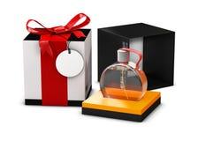 Scatola nera bianca e di profumo con la bottiglia di profumo, su fondo bianco illustrazione 3D Derisione su fotografia stock