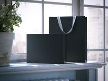 Scatola nera e sacchetto della spesa su un davanzale della finestra rappresentazione 3d Immagini Stock