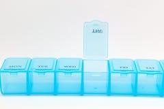 Scatola quotidiana alta chiusa della pillola Fotografia Stock