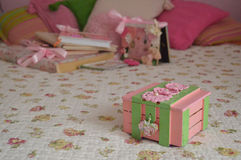 Scatola rosa fatta a mano fotografia stock