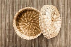 Scatola rotonda di Wattled con una copertura Fotografia Stock