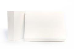 Scatole bianche rettangolari su fondo bianco Fotografie Stock Libere da Diritti