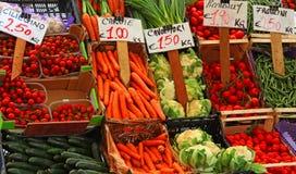 Scatole della frutta e delle verdure fresche Fotografie Stock