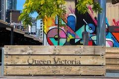 Scatole della piantatrice e materiale illustrativo variopinto alla regina Victoria Markets Fotografie Stock